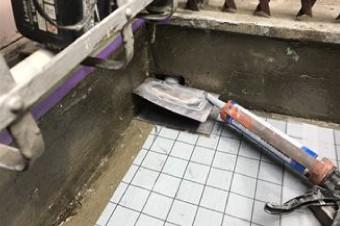 改修用鉛ドレンを設置