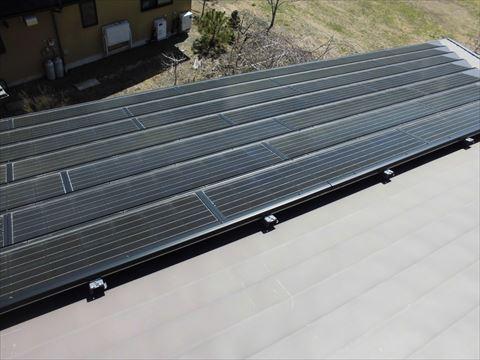 太陽光パネル搭載屋根塗装