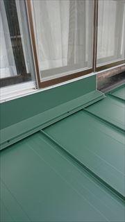 諏訪市にて古い屋根材を撤去し、新しい屋根材への葺き替え工事完成