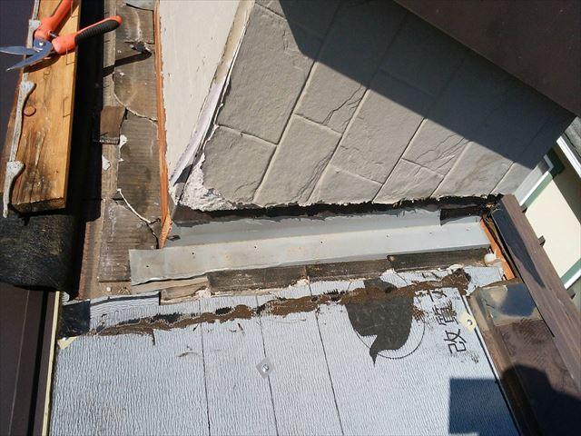 塩尻市の屋根カバー工事煙突周りの防水処理方法をご紹介します