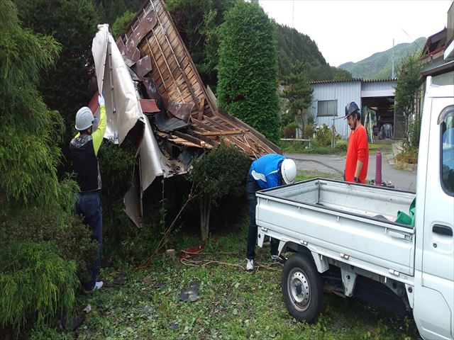 台風で飛んだ屋根の撤去