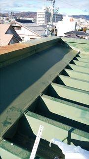 松本市のアパートで雨漏りが発生 折半屋根を修繕しました