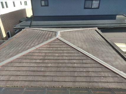 岡谷市でスレート屋根にガルバリウムを重ね葺き棟の処理までの様子