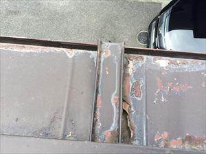 トタン屋根塗膜剥がれ