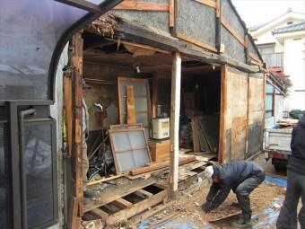 小屋側面解体中