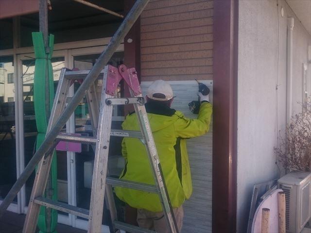 塩尻市広丘のドックサロン外装リフォーム施工中の様子です♪