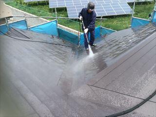 諏訪郡富士見町で屋根、外壁塗装が始まり今日は洗浄作業をしました