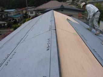 屋根葺き替え 瓦をおろして