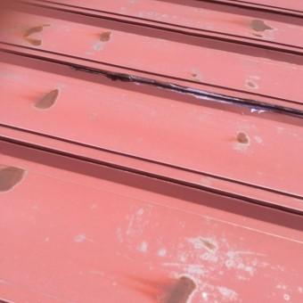 安曇野市大型施設雨漏り