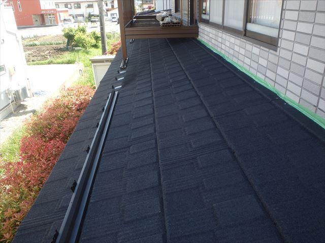 下屋根壁水切り施工前