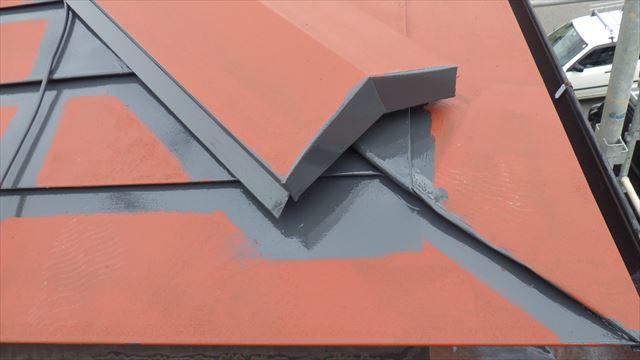 屋根 塗り替え 中塗り